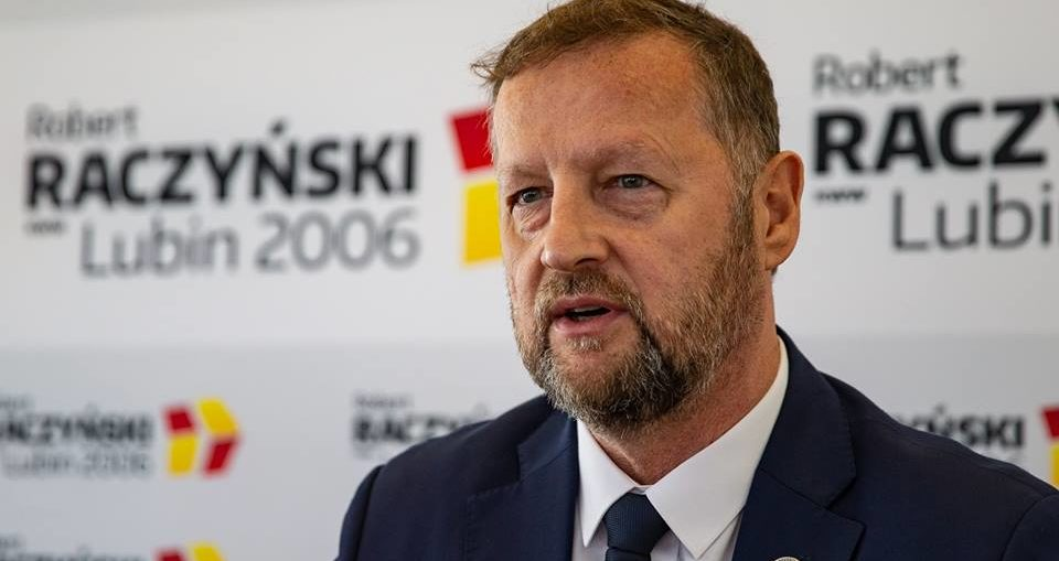 Raczyński wygrywa w pierwszej turze