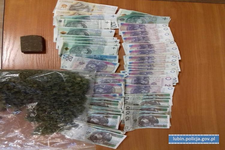 Policjanci przechwycili kilkaset porcji marihuany i haszyszu