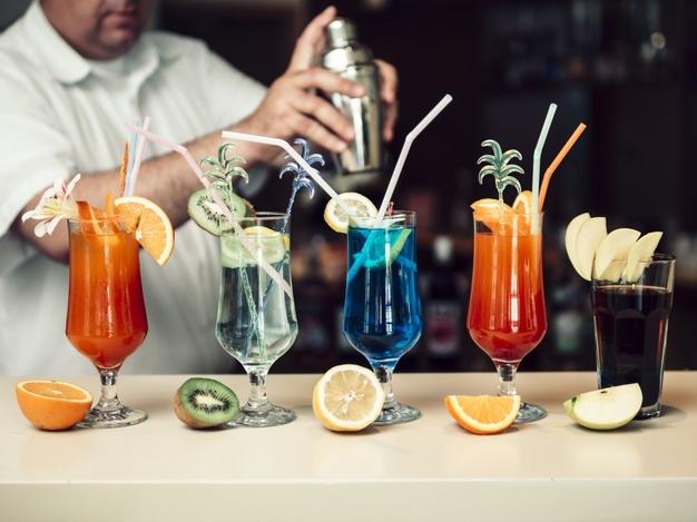 Dlaczego warto podjąć pracę barmana?